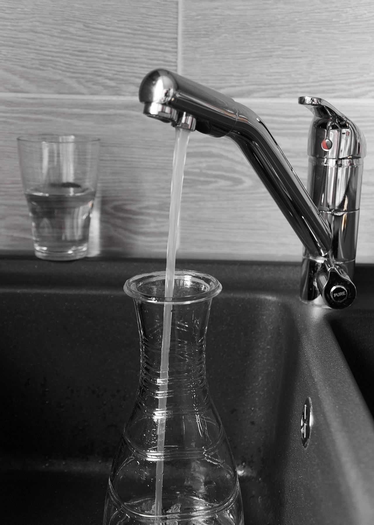 Es gibt auch Wasserfilter welche in den Wasserhahn integriert, bzw. mit diesen Verbunden werden.
