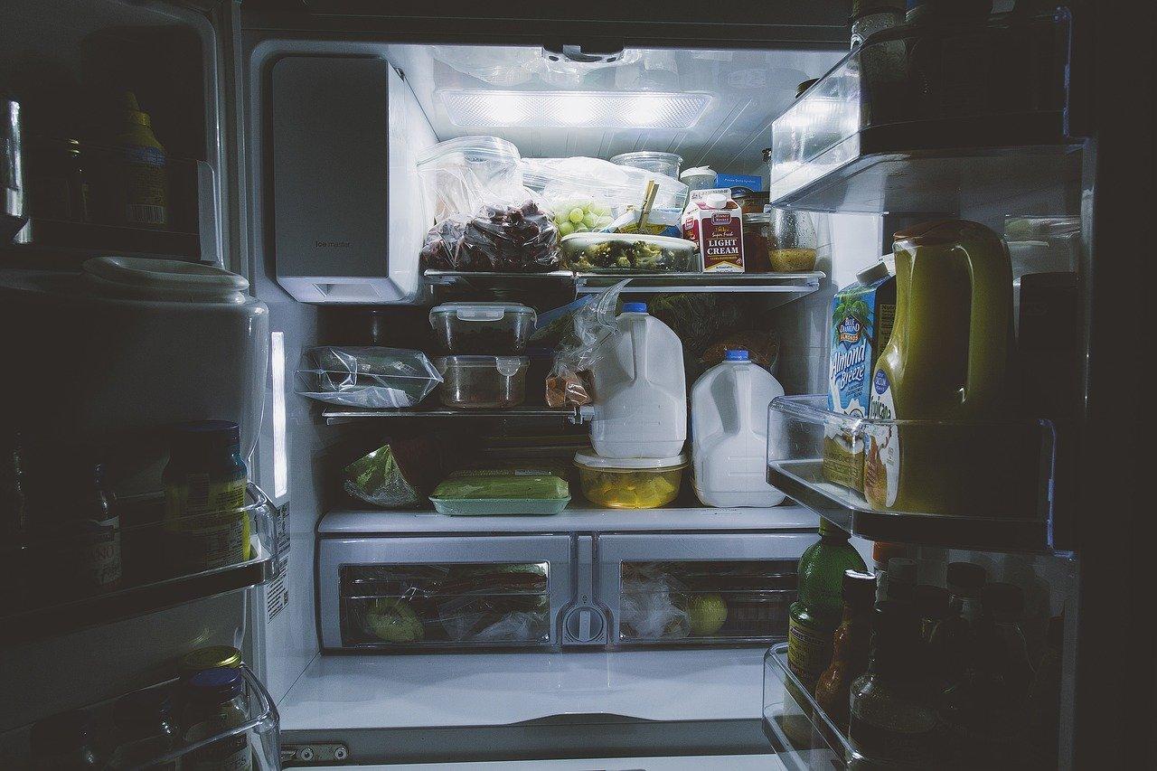 Freistehende Kühlschränke gibt es in unterschiedlichen größen.