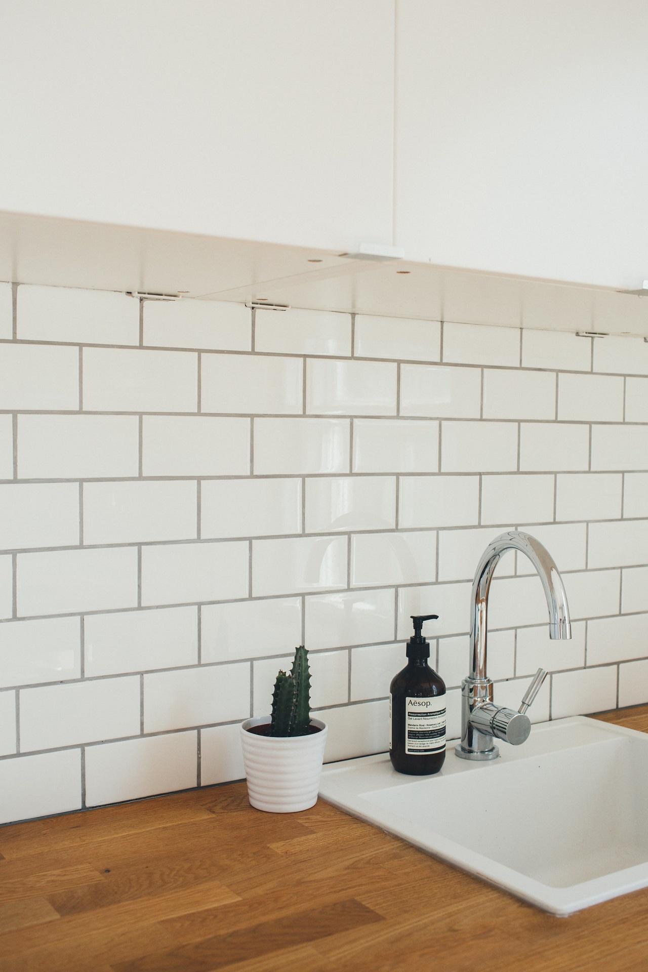 Küchenarmaturen gibt es heute in unzähligen Ausführungen. Da ist sicher auch das richtige Modell für deine Küche dabei.